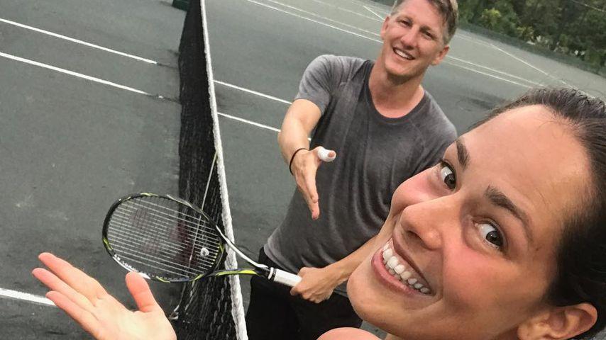 Keine Chance: Ana Ivanovic schlägt Schweini beim Tennis!