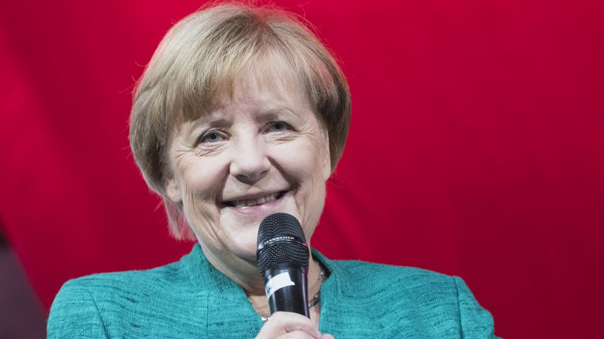 Angela Merkel bei einer Pressekonferenz für Kinder