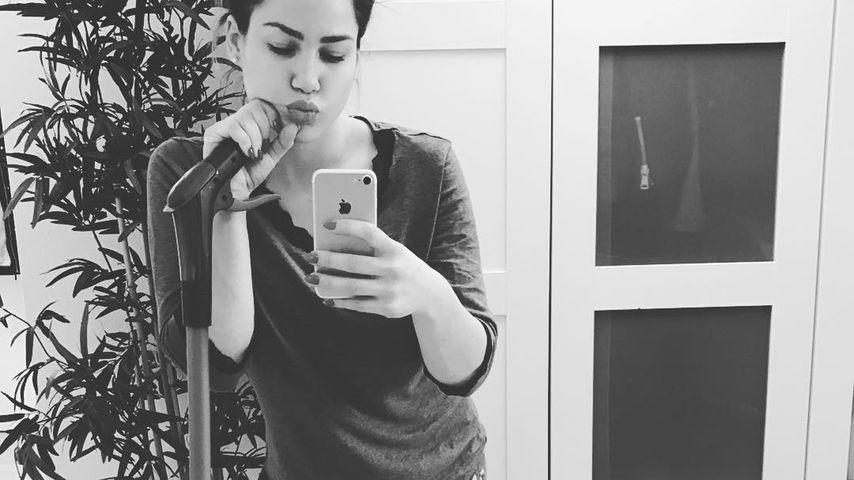 Ungeschminkt mit Wischmopp: Angelina als Normalo-Hausfrau!