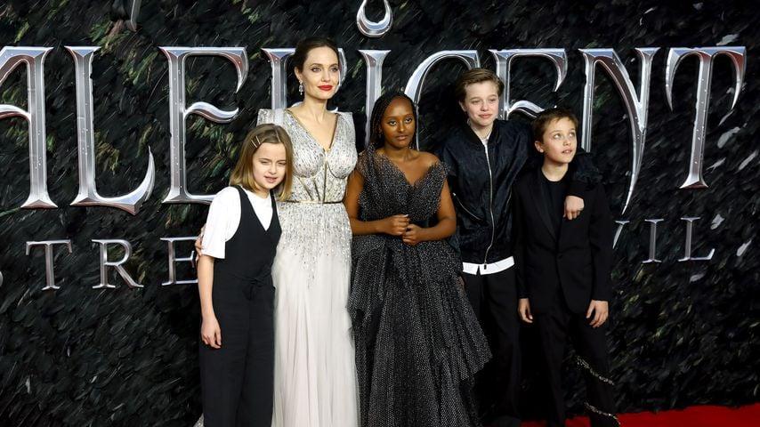 Angelina Jolie mit ihren Kindern Vivienne, Zahara, Shiloh und Knox