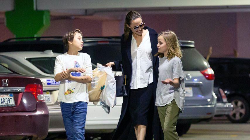 Angelina Jolie mit ihren Zwillingen Knox und Vivienne