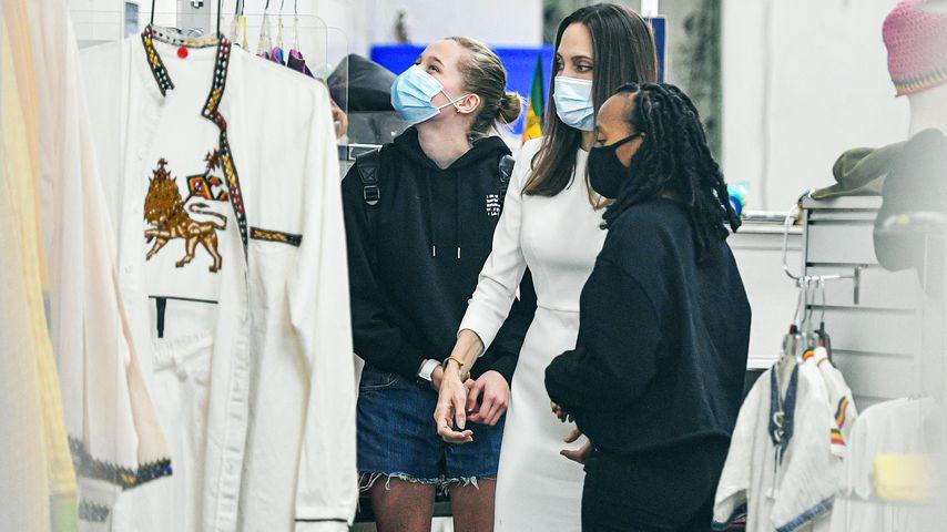 Angelina Jolie mit ihren Töchtern Zahara und Shiloh Jolie-Pitt