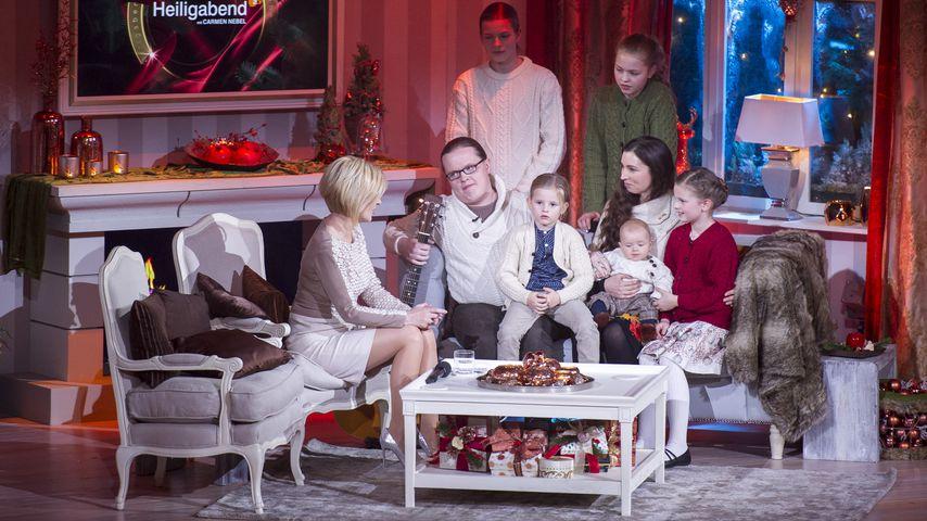 Angelo Kelly mit seiner Frau Kira und seinen fünf Kindern bei Carmen Nebel