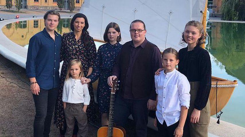 Angelo Kelly mit seiner Frau Kira und seinen Kindern