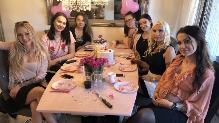 Angie Teubner mit Freundinnen bei ihrer Babyparty