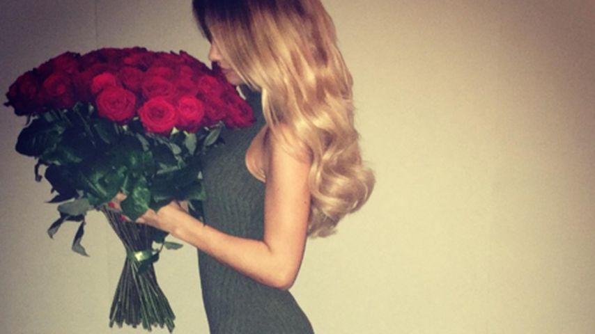 Valentinsgrüße: Riesiger Rosenstrauß für Ann-Kathrin Brömmel