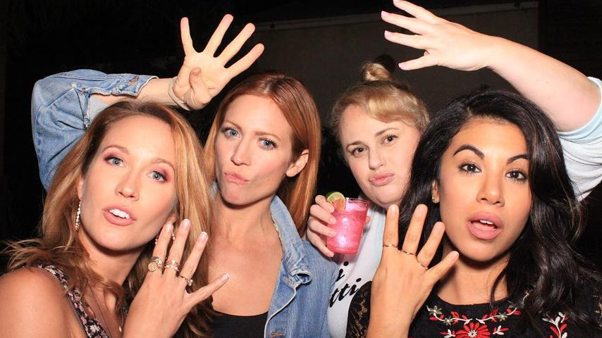 Anna Camp, Brittany Snow, Rebel Wilson und Chrissie Fit