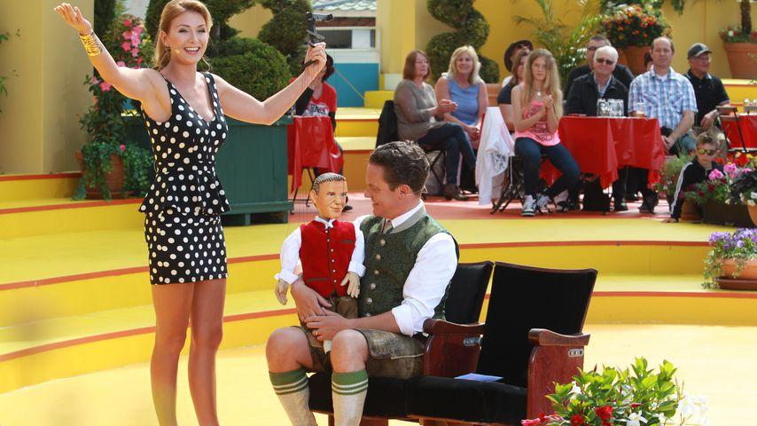 "Anna-Carina Woitschack und Stefan Mross in der ARD-Sendung ""Immer Wieder Sonntags"" im Europapark in"