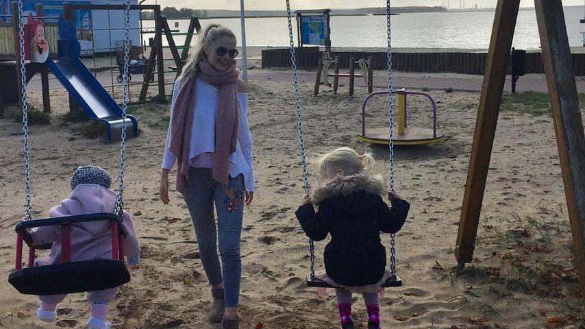 Annabell, Mama Sara Kulka und Matilda auf dem Spielplatz