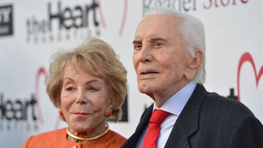Anne Buydens und Kirk Douglas im Mai 2012 in Hollywood