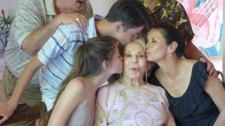 Anne Buydens (Mitte) und einige ihrer Angehörigen