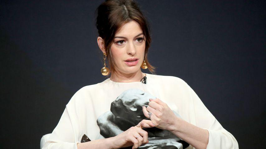 Anne Hathaway auf einer Pressekonferenz in Beverly Hills im Juli 2019