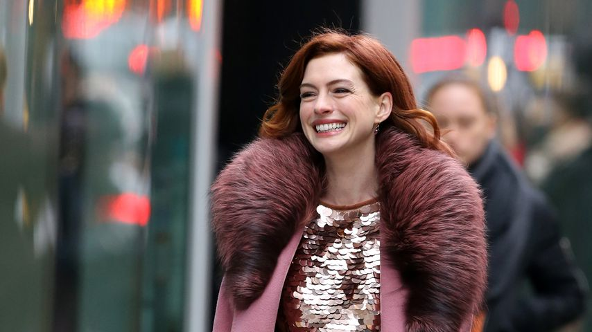 70er-Jahre-Feeling: Anne Hathaway in coolen Vintage-Looks!