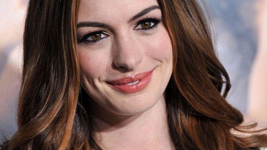 Zickenkrieg bei Katie Holmes und Anne Hathaway
