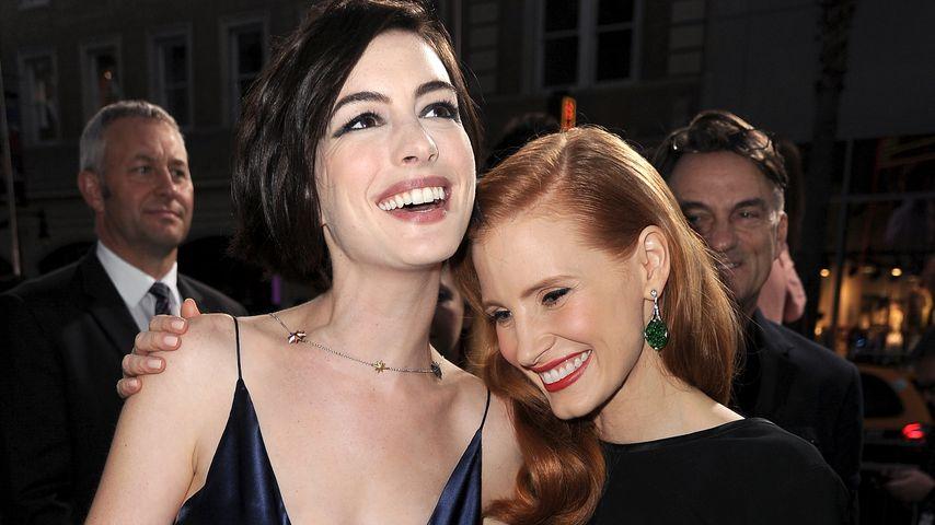 """Anne Hathaway und Jessica Chastain bei der Premiere zu """"Interstellar"""", Oktober 2014"""
