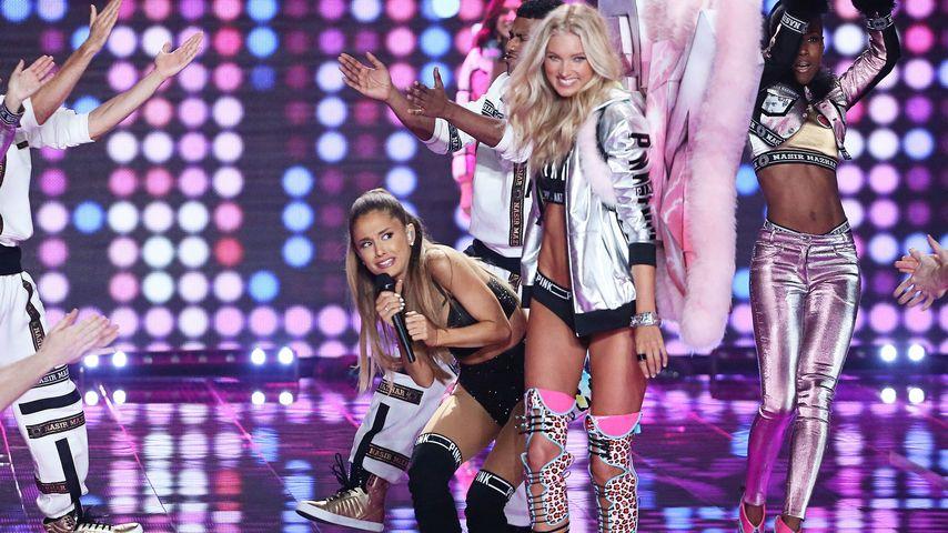 Autsch! Ariana Grande bekommt Flügel-Schlag ab