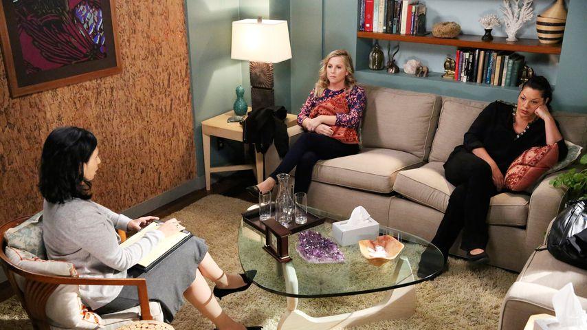 """Dr. Arizona Robbins (Jessica Capshaw) und Dr. Callie Torres (Sara Ramírez) bei """"Grey's Anatomy"""""""