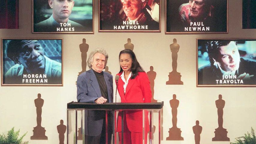Regisseur Arthur Hiller und Hollywood-Star Angela Bassett