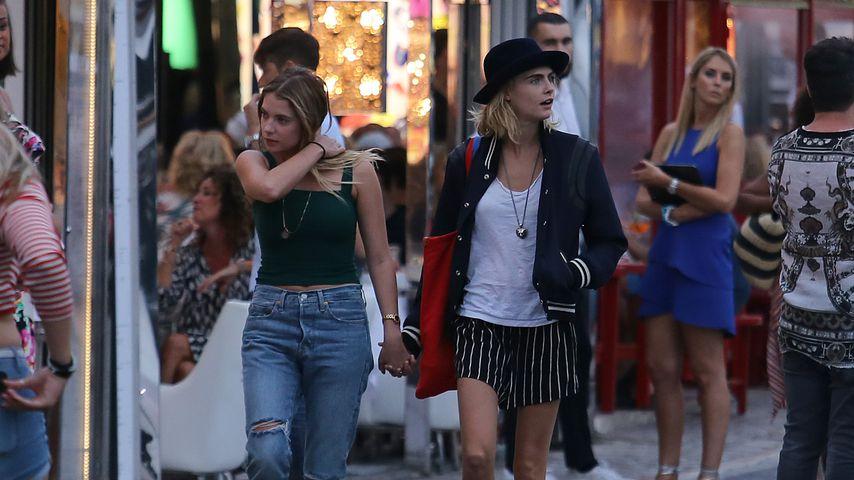 Ashley Benson und Cara Delevingne in St Tropez, Juli 2019