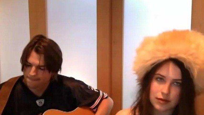 Video: Ashton Kutcher singt mit Stieftochter Scout