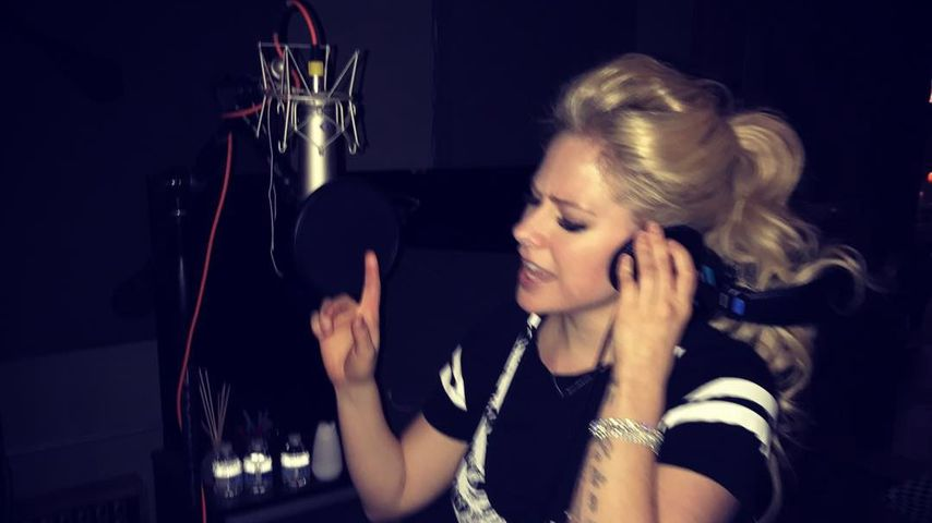 Avril Lavigne im Tonstudio