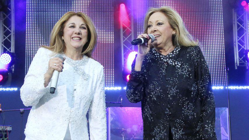 Baccara auf der Bühne bei einem Auftritt, 2015