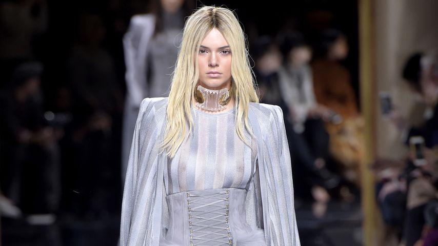Kendall Jenner bei der Balmain-Runway-Show während der Paris Fashion Week