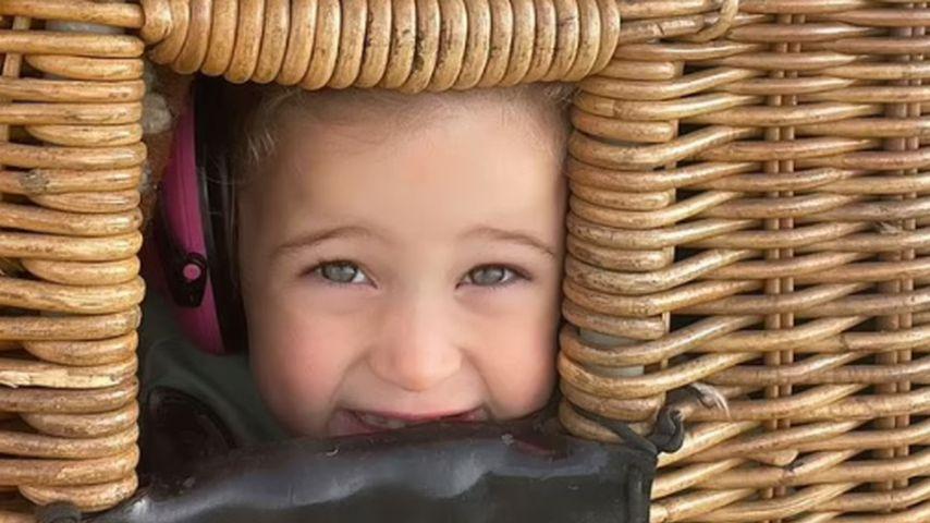 Banks Violet, Tochter von Hilary Duff, im Heißluftballon