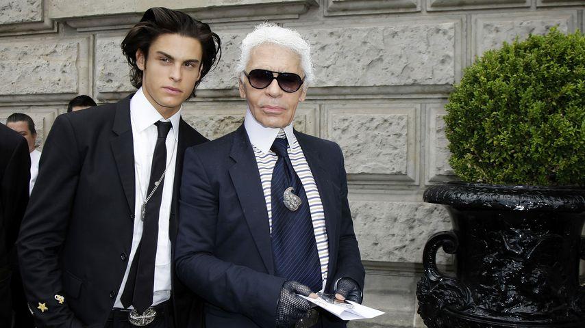 Baptiste Giabiconi und Karl Lagerfeld im Jahr 2009