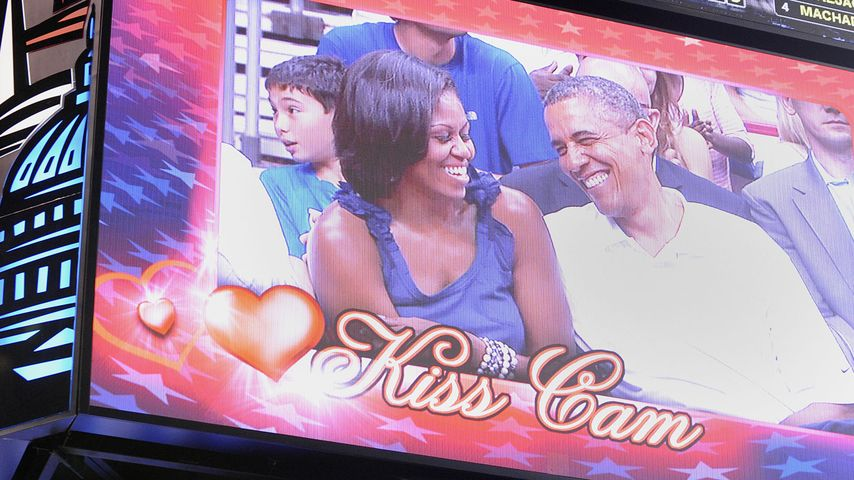 So süß! Barack Obama küsst seine Frau Michelle
