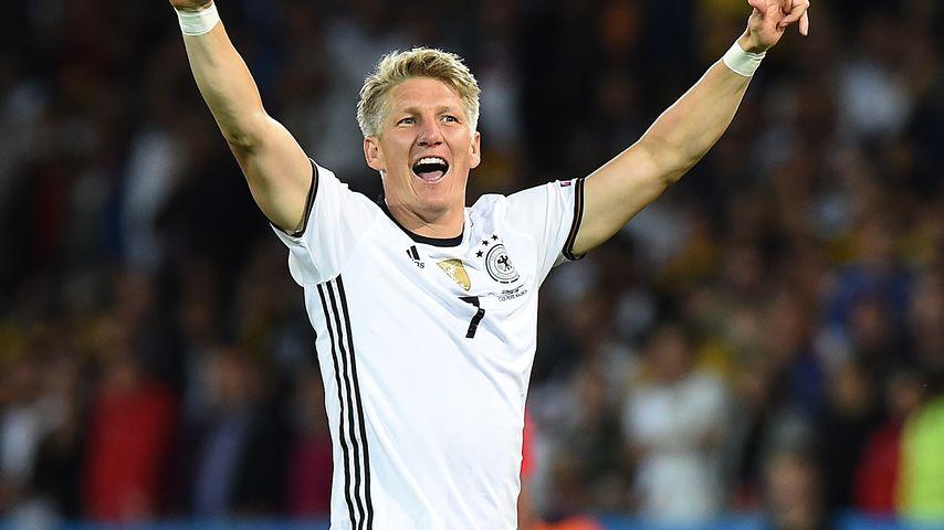 Bastian Schweinsteigers Torjubel im 1. EM-Spiel 2016