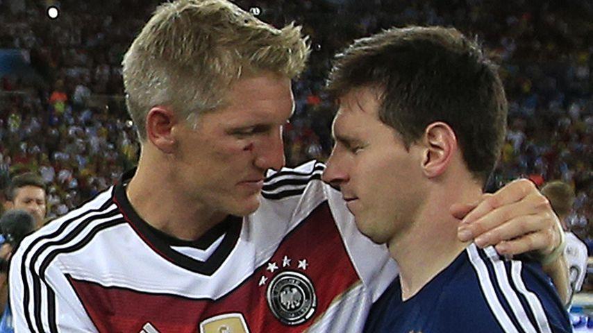 Bastian Schweinsteiger und Lionel Messi nach dem WM-Finale 2014 in Rio