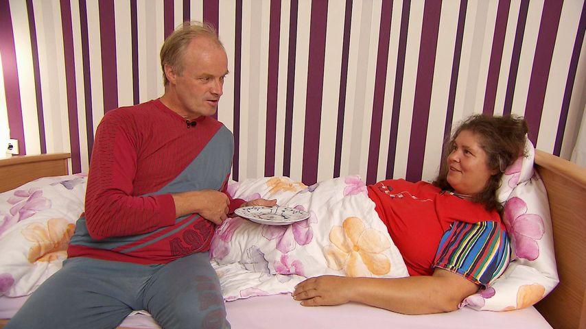 """""""Bauer sucht Frau""""-Romanze: Norbert verwöhnt Petra im Bett!"""