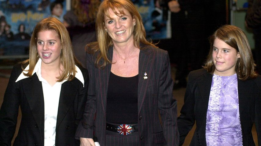 Beatrice, Sarah Ferguson und Eugenie 2001