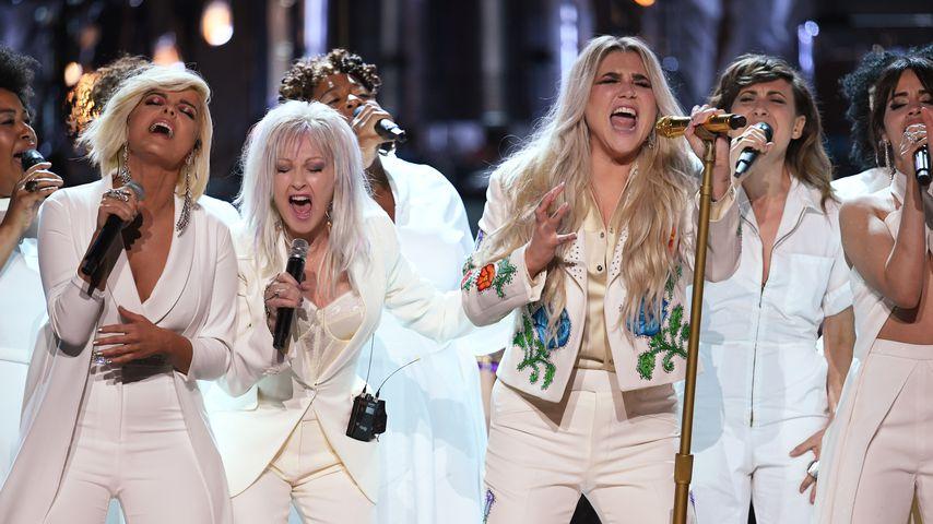 Bebe Rexha, Cyndi Lauper, Kesha und Camila Cabello bei den Grammy Awards 2018
