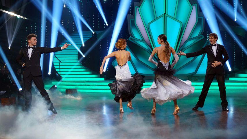 """Bela Klentze (l.) und Ingolf Lück (r.) bei ihrem Gruppentanz in der """"Let's Dance""""-Auftaktfolge"""