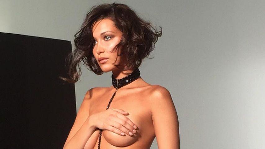 """Sorry Mama"": Bella Hadid modelt fast nackt nur im Slip"