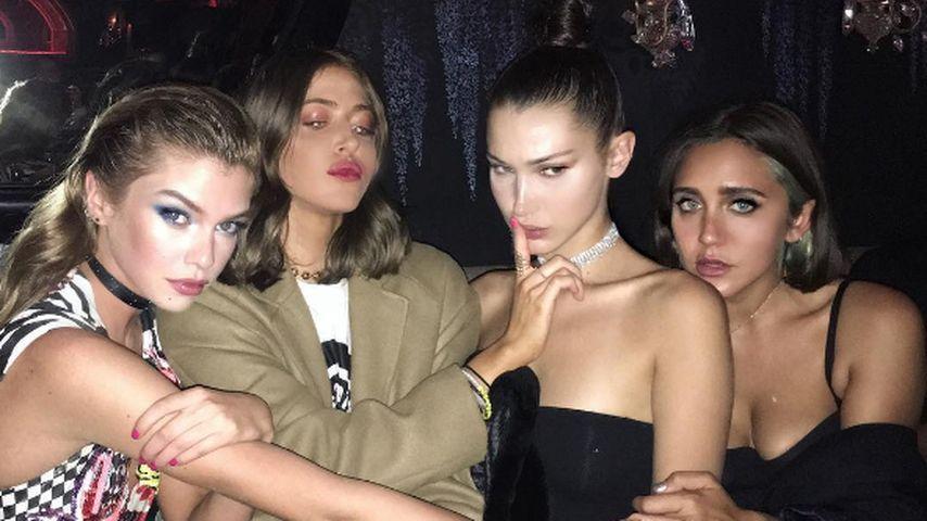 Bella mit Freundinnen und Jesse Jo Stark (rechts)