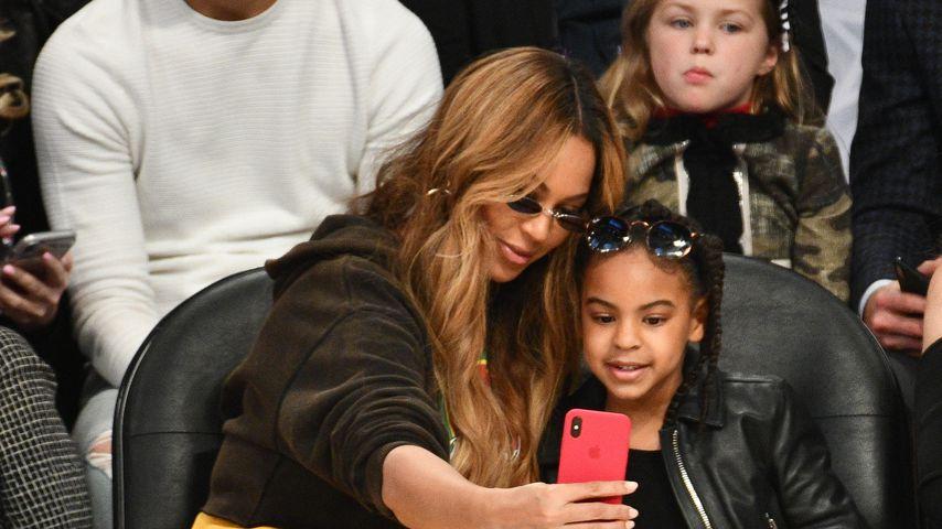 Beyoncé und ihre Tochter Blue Ivy Carter bei einem Basketballspiel in Los Angeles