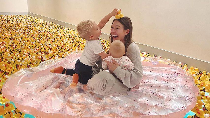 Bibi Claßen mit ihren Kindern Lio und Emily, November 2020