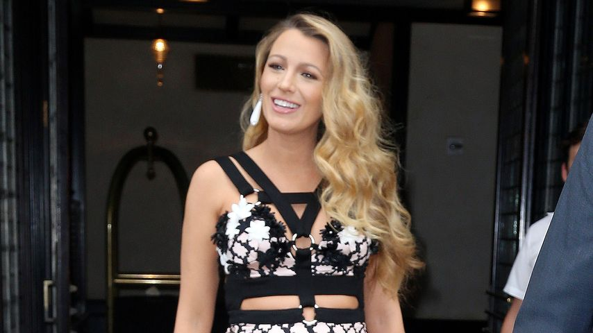Schwangere Blake Lively: Bauchfrei im Bondage-Kleid