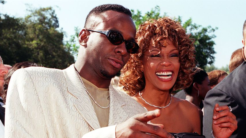 Bobby Brown und Whitney Houston bei den Emmy Awards 1998