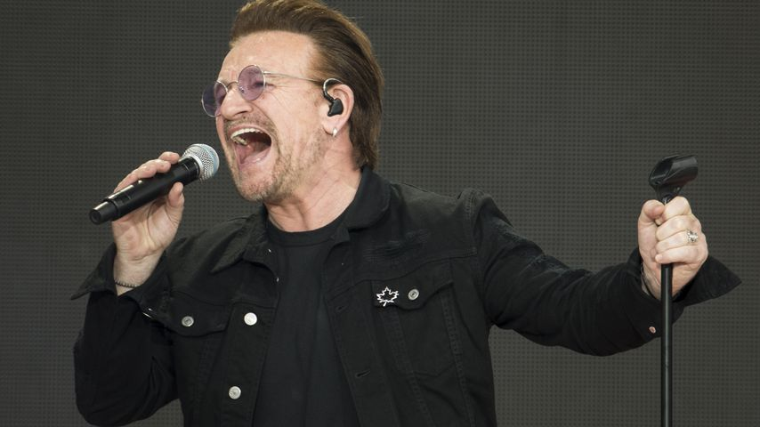 Bono von U2 performen in Ottawa