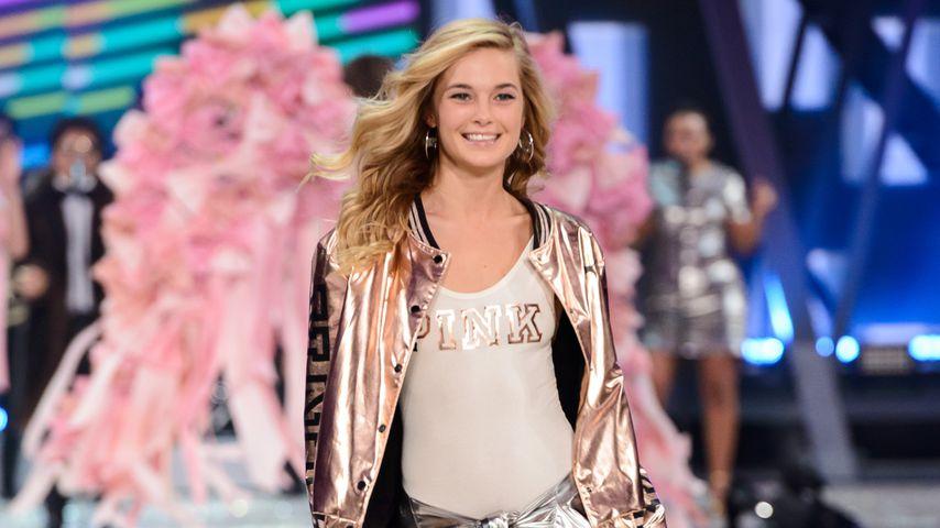 Bridget Malcolm bei der Victoria's Secret Fashion Show, 2016
