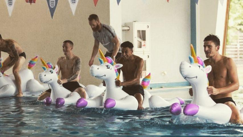 Einhorn-Rennen: So machen sich die Engländer also WM-fit!
