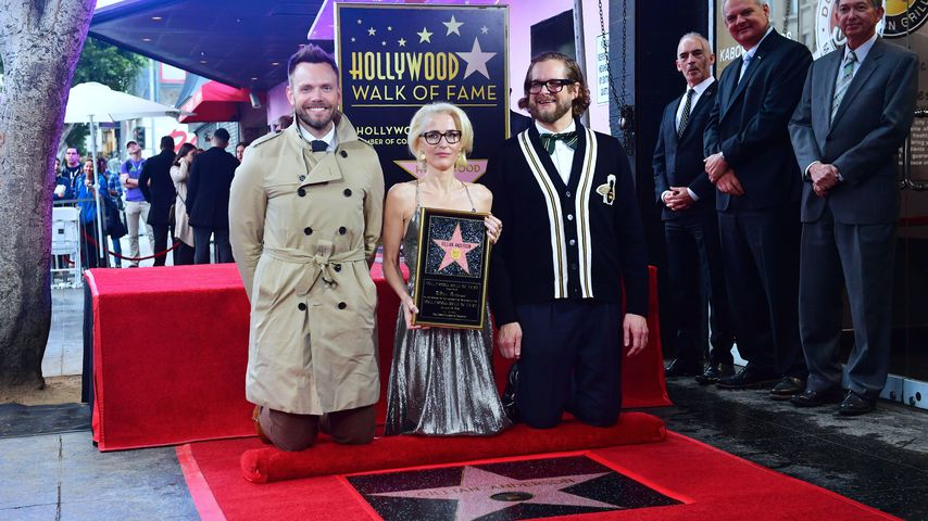 Bryan Fuller, Gillian Anderson und Joel McHale auf dem Hollywood Walk of Fame