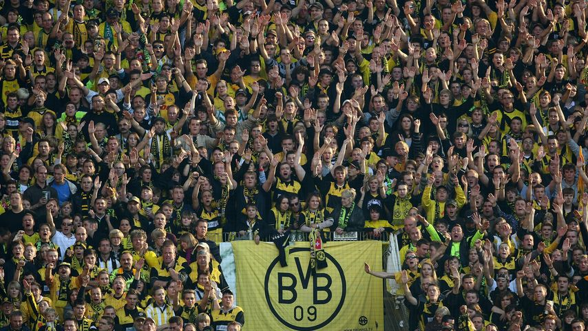 Schock während BVB-Spiel: Fan stirbt auf Stadion-Tribüne