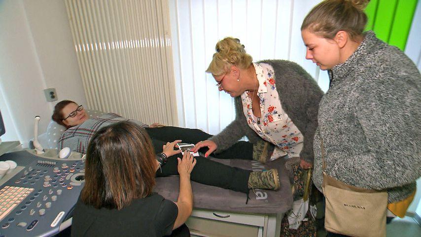 Calantha, Silvia und Sarafina Wollny beim Frauenarzt