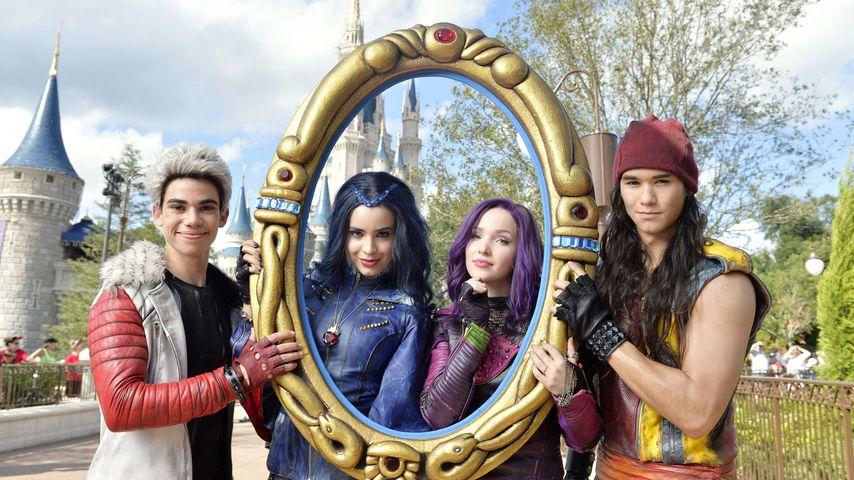 Cameron Boyce, Sofia Carson, Dove Cameron und Booboo Stewart im Disneyland im November 2015