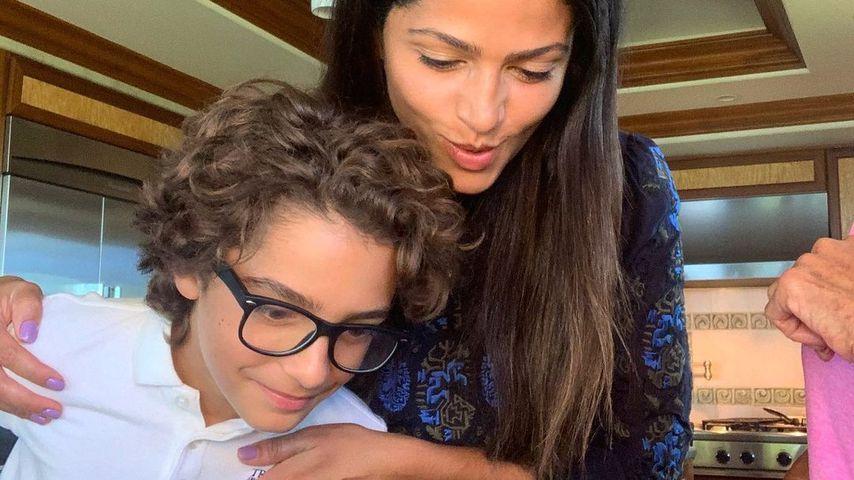 Camila Alves und ihr Sohn Levi McConaughey im Oktober 2020